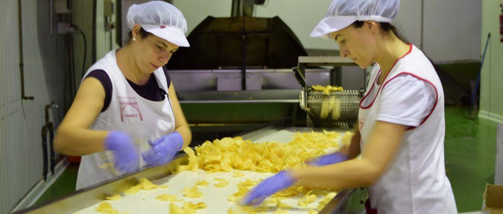 Patatas artesanales fritas a perol patatas fritas umbrete - Prensa patatas ...